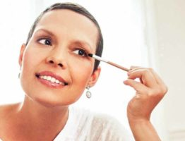 oncovia-conseils-cancer-chimio-maquillage-bio-bouton-perte-cils-camoufler-cils