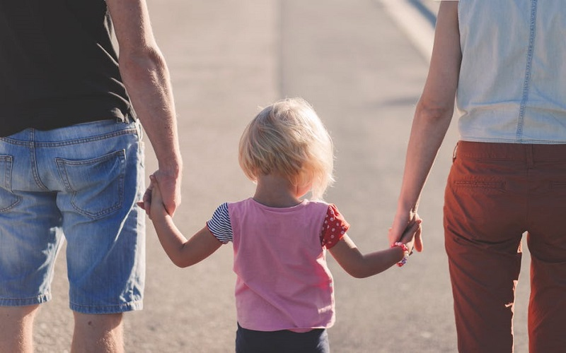 Talking about cancer to your children by Oncovia